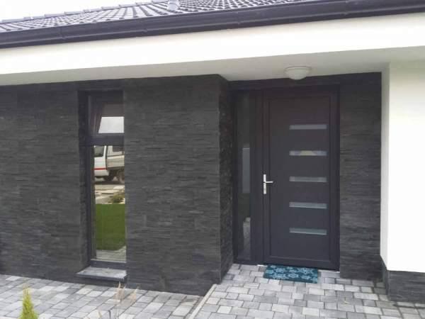 Obklad Black Pearl-fasada domu vstup